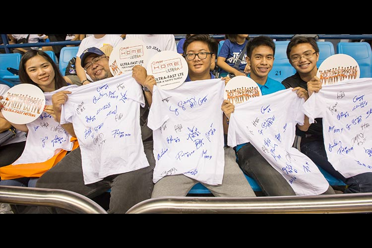 Lucky fans win courtside tickets — and shirts signed by PLDT Home Ultera stars — in Game 3 of the Shakey's V-League Open Conference finals.
