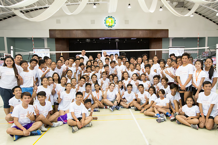 Chosen students from Dasmarinas Cavite were gven a chance to particpate in the volleyball clinic conducted by the Amihan and Bagwis coaches along with some of the Philippine  Volleyball Supertars