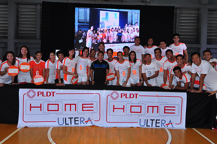 PLDT HOME Marketing Head Gary Dujali (center) with the Philippine volleyball superstars from Amihan and Bagwis.