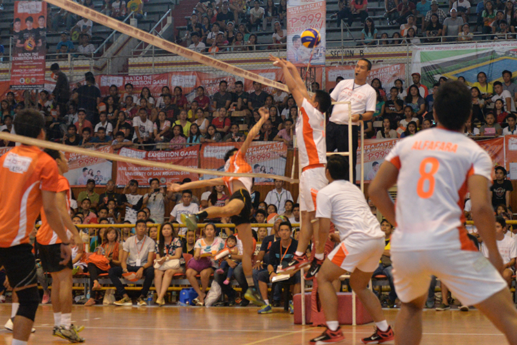 Facing off in round one are the Bagwis volleyball superstars and the Iloilo men's volleyball team.