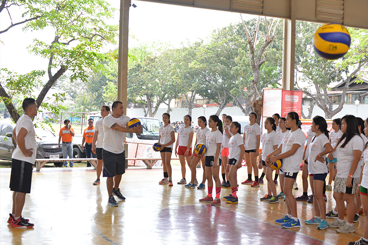 The seasoned coaches of Amihan and Bagwis helped develop the skills of Iloilo's young volleyball players through a special clinic.