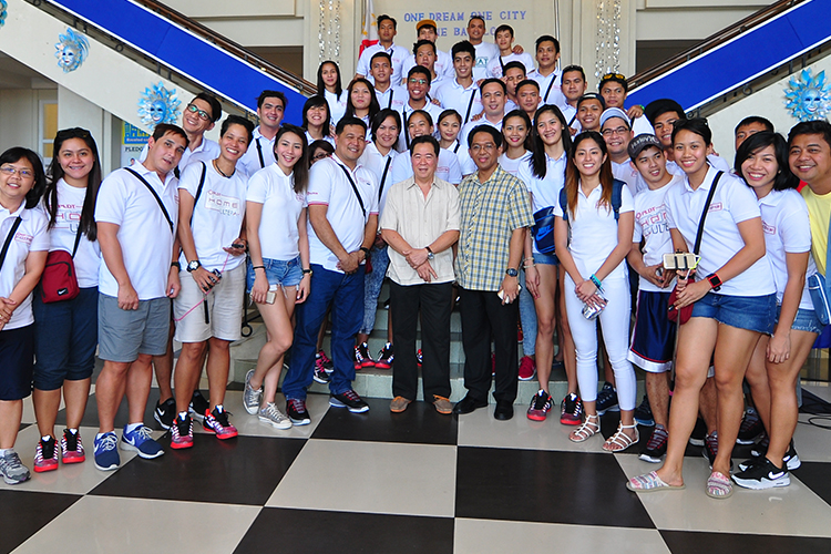 After visiting their young fans from University of St. La Salle in Bacolod, the Philippine volleyball superstars paid a visit to Bacolod Mayor Monico Puentevella.