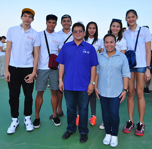 (Back row, L-R): Bagwis superstars Peter Torres, John Vic De Guman and Ran Abdilla; Amihan superstars Jovelyn Gonzaga, Rachel Anne Daquis and Jaja Santiago; (Front row): Iloilo Vice Mayor Jose Espinosa III and PLDT HOME Product Manager Pei Mallari