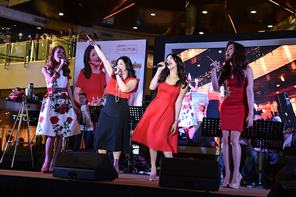 Regine Velasquez Wannabes, Regina, Ate Reg and Anton Diva joins the Asia's Songbird on stage to for a finale number.