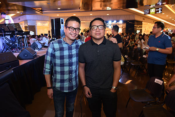 Among the special guests in the first leg of The Regine Series Mall Tour are Gary Dujali, Head of PLDT Home Marketing and Patrick Tang, VP and Head of Home Voice Solutions.